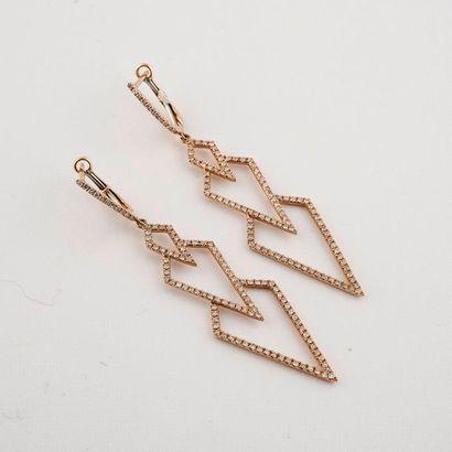 Paire de pendants d'oreilles en or rose 18K...