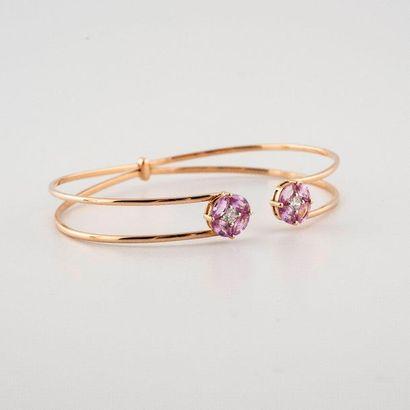 Bracelet jonc ouvert en or rose 750°/00 orné...