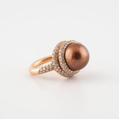 Bague en or rose 750°/00) sertie d'une perle...