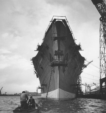 Roger SCHALL (1904-1995) La construction aux chantiers de Saint-Nazaire, 1932  Photographie,...