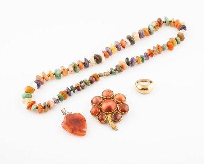 Ensemble de bijoux ornés de pierres fines...