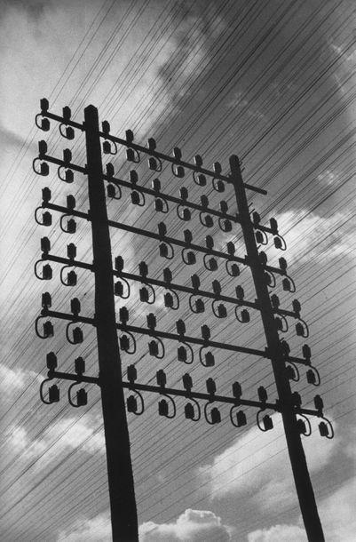 Roger SCHALL (1904-1995) Le poteau télégraphique, ca.1929  Photographie, tirage argentique...