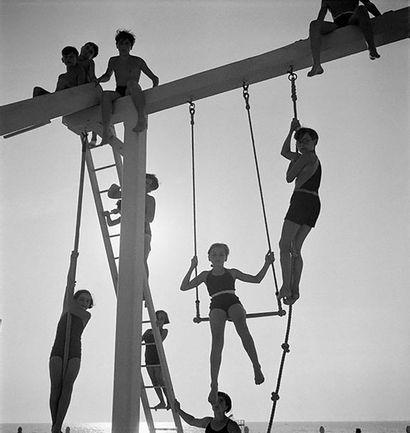 Roger SCHALL (1904-1995) Le portique, Deauville, ca. 1930  Photographie, tirage argentique...