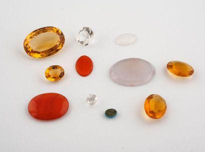 Ensemble de pierres sur papier comprenant:...