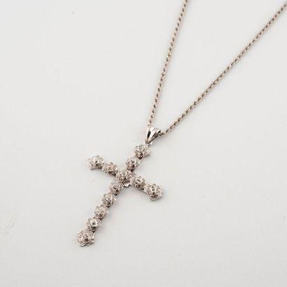 Pendentif croix en platine 950°/00 serti...