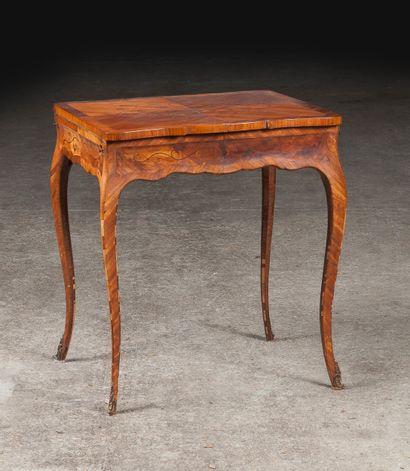 Table à écrire de style en bois de placage...