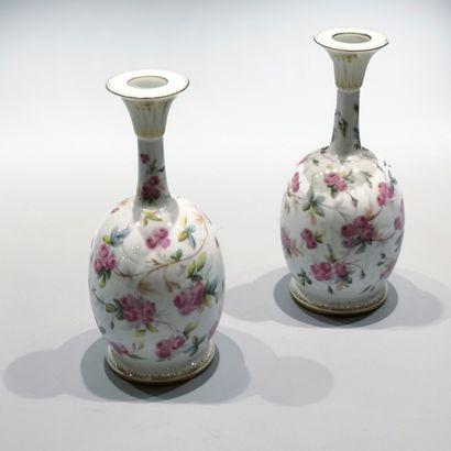 Paire de vases en porcelaine de Sèvres 1849...