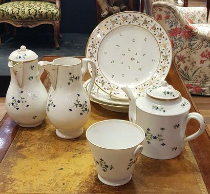 PARIS  Lot de porcelaines comprenant:  Une...