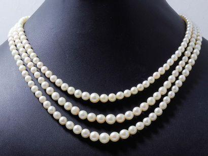 Collier composé de 3 chutes de perles de...