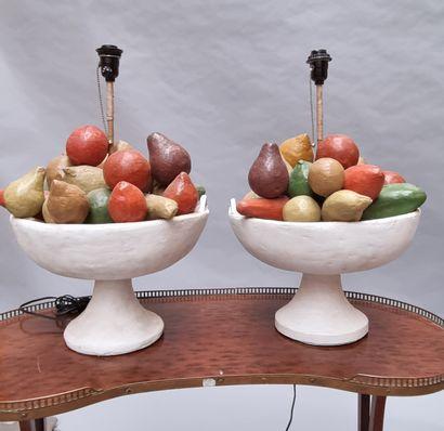 Paire de lampes figurant des coupes de fruits...