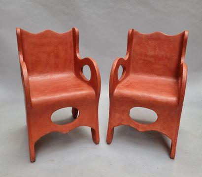 Paire de fauteuils de forme libre – modelé...