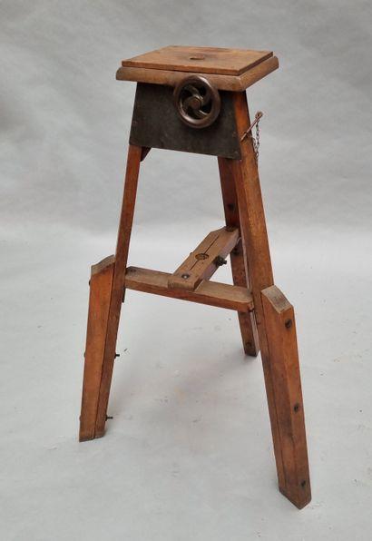 Console sellette de sculpteur, manivelle...