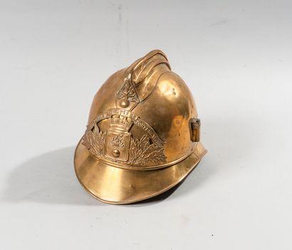Casque de pompier, modèle 1885.  Plaque au...