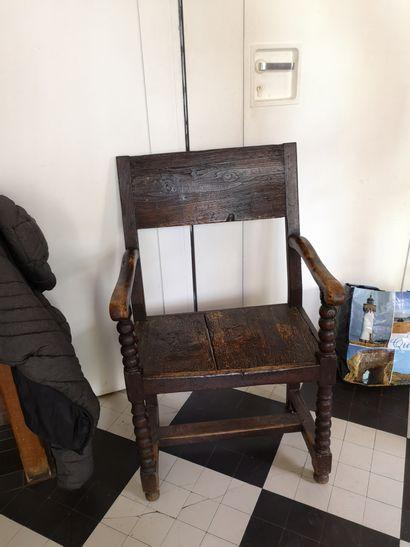 Table en chêne rustique, on y joint un fauteuil...
