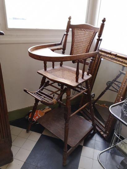 Chaise d'enfant en bois tourné, garniture...