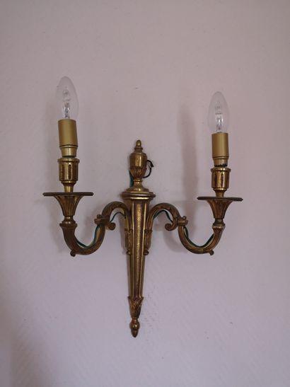Paire d'appliques en bronze doré à décor...
