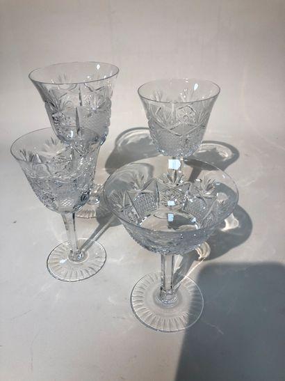 Service en cristal de Bohême ( 11 verres...