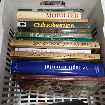 Set of modern paperback books, fine arts,...