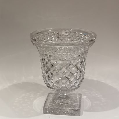 Cut crystal bowl with diamond points.  Bohemian.  Top. : 21,8 cm  (Small splint...