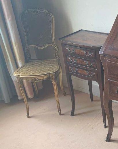 Chevet à trois tiroirs. Style Louis XV.
