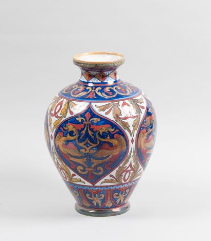 Vase en majolique italienne dans le goût...