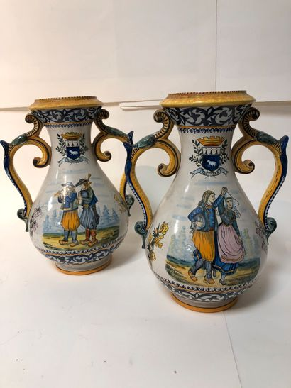Paire de vases en faïence de Quimper.  Henriot....