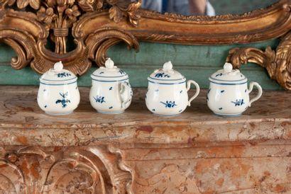 ARRAS  Quatre pots à crème en porcelaine,...