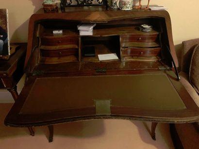 Bureau de pente. Style Louis XV.