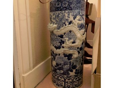 Porte-parapluie en porcelaine, décor bleu...