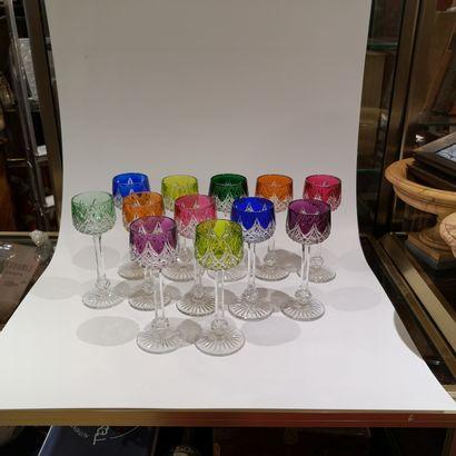 BACCARAT suite de 12 verres à vin du Rhin...