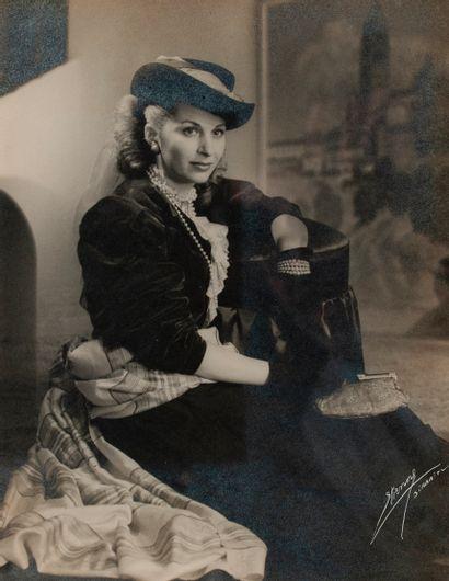 Photo Etienne, Portrait of a woman, signed...