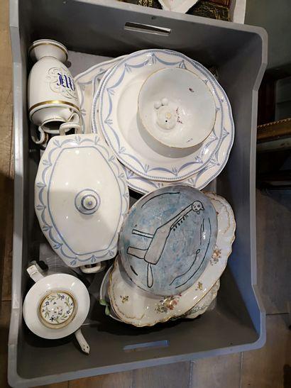 Porcelaine et verrerie diverses.  XIXe siècle...