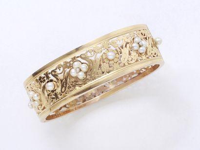 Bracelet jonc ouvrant ajouré en or 750 millièmes...