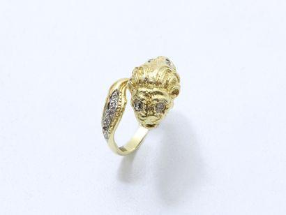 Bague en or 585 millièmes, stylisant une...