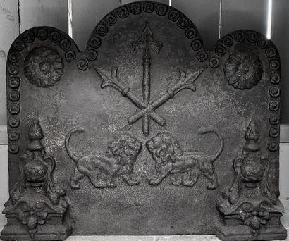 Plaque de cheminée style Louis XIII.  Lions...