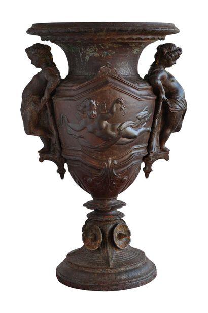 Cratère style Louis 16.  La panse àdécor...