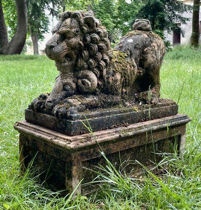 Lion couché en pierre composite avec son...