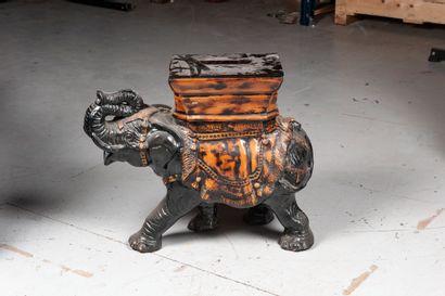 Asie du Sud, Xxe siècle  Elephant en résine...