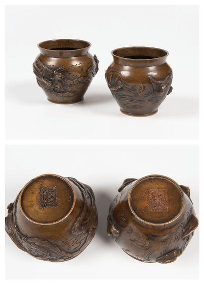 Japon, XIXe siècle  Paire de vases ovoides...