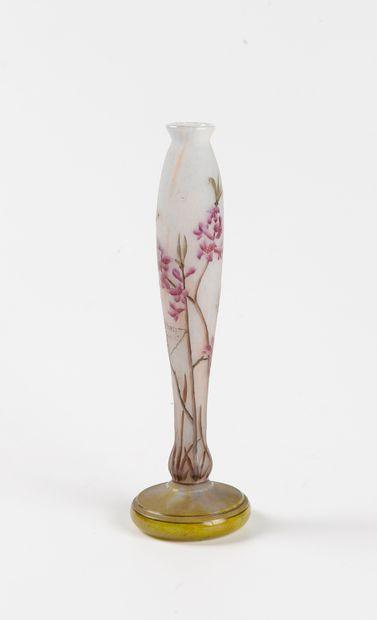 DAUM  Vase soliflore en verre double à long...