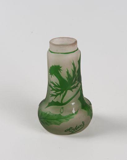 RICHARD  Vase en verre double gravé à l'acide...