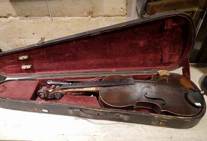 Violon Poids 431,4 g Long. Total : 61 cm...