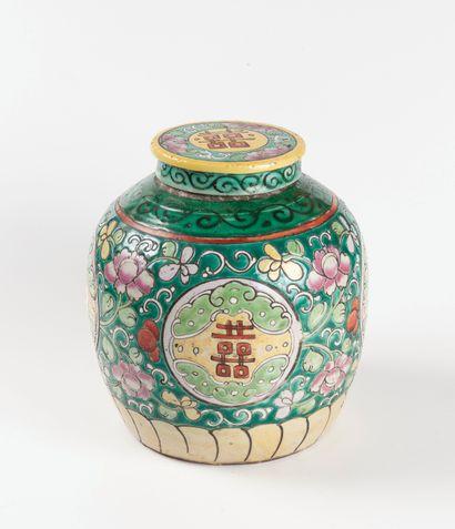 Chine, vers 1900  Pot à gingembre en porcelaine...