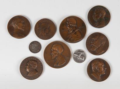 Ensemble de neuf médailles en bronze et une...