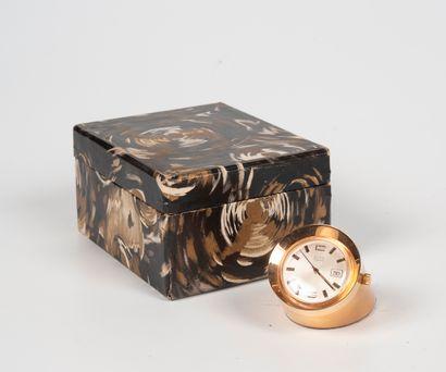 ELTA  Pendulette de bureau en laiton doré,...