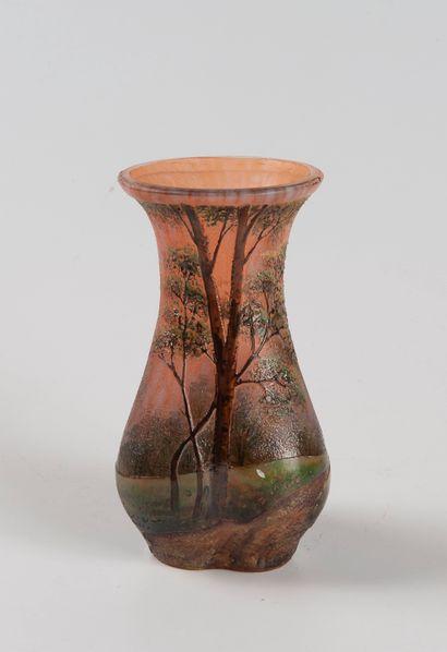 Verrerie LAMARTINE  Vase en verre émaillé...