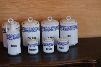 Lot de mesures en porcelaine.