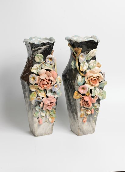 Montigny-sur-Loing  Paire de vases quadrangulaires...