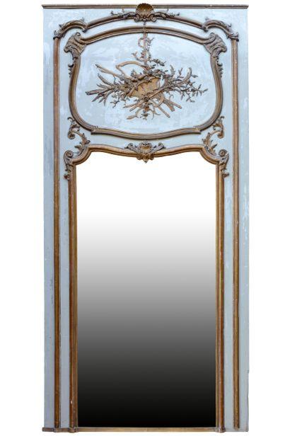 Trumeau style Louis 15  Animé en partie supérieure...