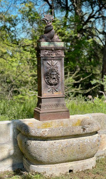 Fontaine adossée style Empire  Le fronton...